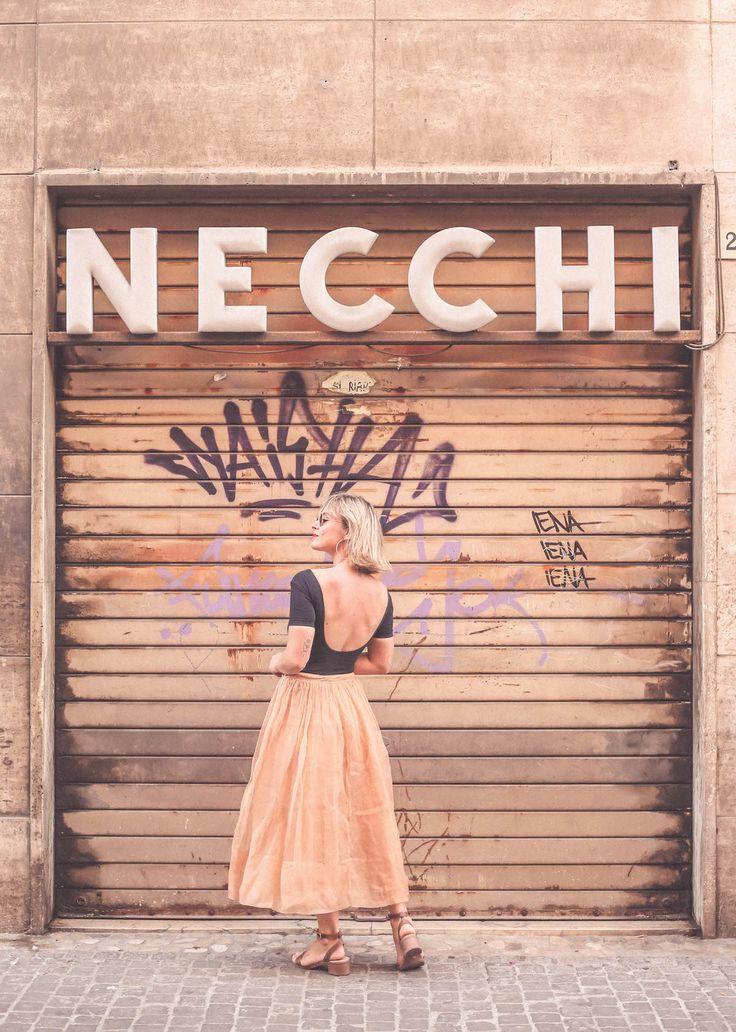 Imola Necchi old sign Lucia Del Pasqua fashion blogger skirt body