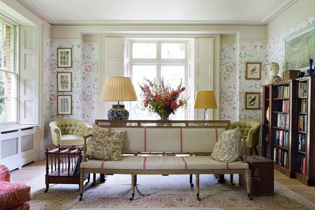 Soft Florals and Antiques - Living Room Design Ideas & Pictures (houseandgarden.co.uk)