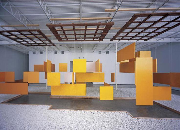 Hélio Oiticica, Grande Núcleo (Gran Nucleus) , 1960-6, © Projeto Hélio Oiticica, Rio de Janeiro, aceite y resina de fibra de madera, Dimensiones 6,7 x 9,75 m.