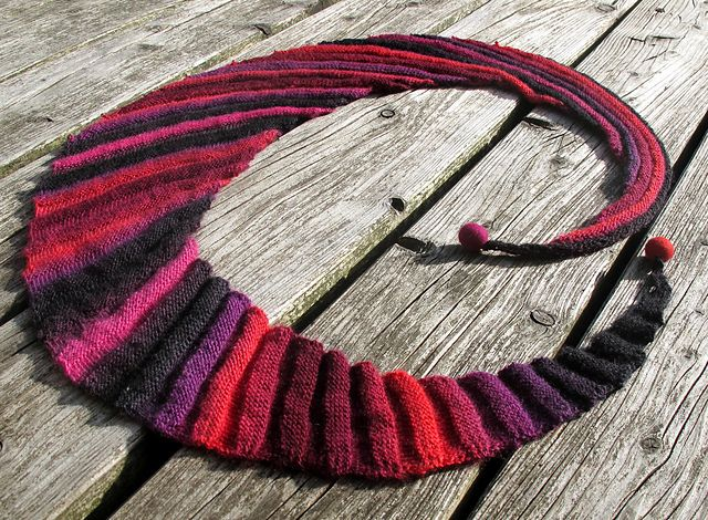 Ravelry: Frangiflutti pattern by edith filzhof... calls for laceweight, but would look great with 1-2 bundles of minis!  #MiniSkeinMonday