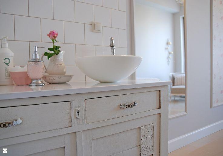 Łazienka styl Prowansalski - zdjęcie od ANA & BERTA PROJEKT - Łazienka…