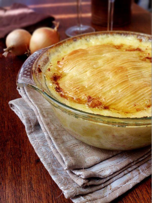 Ma tartiflette totalement décadente par Geek & Balsamique (pommes de terre, oignons, lardons, reblochon, crème fraîche, vin blanc, poivre...)
