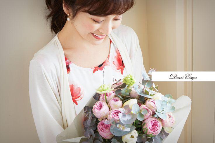 顔周りが明るくなる花柄トップスで春トレンドを意識♪ #juri_coordinate #大人カジュアル #demi_etage #ドゥミエタージュ #ootd #fashion #spring #春コーデ #フェイクアンサンブル #花柄 #大人女子