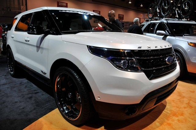 2012 Ford Explorer Funkmaster Flex. Looks like my two favorite cars in one. The Ford Explorer & Range Rover Sport!! I Want One!!! :-)