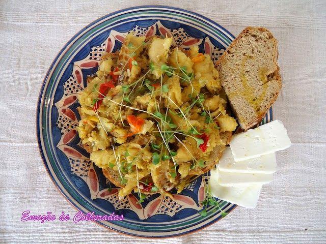 Terrina de bacalhau com pão http://emocaoascolheradas.blogspot.pt/2013/12/terrina-de-bacalhau-com-pao.html