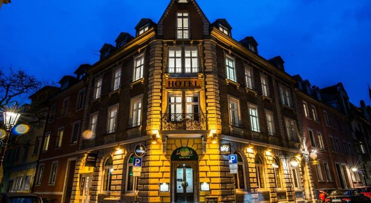 Hotel Scheffelhof Konstanz This hotel offers rooms with free Wi-Fi. It is a 5-minute walk from Konstanz Train Station and the Swiss border, and a 10-minute walk from Lake Constance.  All rooms at the Hotel Scheffelhof include cable TV.