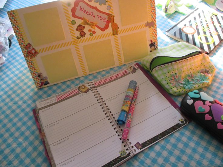 The last installment of my back to school DIYs is here. This one contains washi pens, a to-do board, and customized glasses case. These are the easiest of my series and cheapest, only taking a few minutes to do.   http://katiejoannas.blogspot.com/2015/09/easy-simple-cheap-back-to-school-diys.html