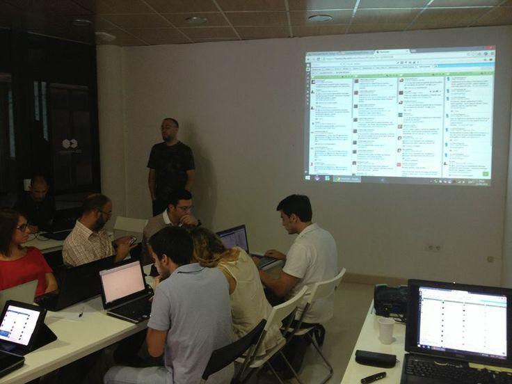 Gente que piensa. Taller Hootsuite en el Espacio de Coworking Colaborando. Alcalá de Guadaíra. Julio 2014. Opciones de Hootsuite