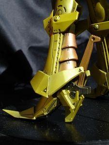 Knight of Gold ver.3 au 1/144 (environ 16 cm) par Wave, un kit qui nous vient de l'œuvre majeure de Mamoru Nagano : Five Star Stories.