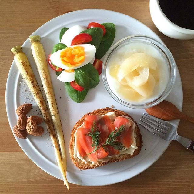 Instagram media keiyamazaki - Today's breakfast. 細い大根みたいなのは、白い人参。ヨーグルトには、レンジで作る梨の手抜きコンポート。