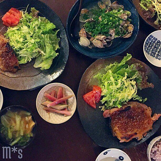 もろみチキンのグリルとあさりの酒蒸し  色々買い物した割には 大人しくコジンマリとしてしまった でももろみチキンは美味しいですね 簡単で美味しいのは最高です ムネ肉ではなくもも肉で妥協したのは 惜しかったですが笑  やっぱりこれはももで   #おうちごはん#晩ごはん#夕ごはん#もろみチキン#鶏もも肉#和食#food#foodpics#instafood#yum#Mshomecooking#thefeedfeed#delistagrammer#lin_stagrammer#kurasirufood#japanesefood#wasyoku#chiken#moromi#sakamushi by slow.2m