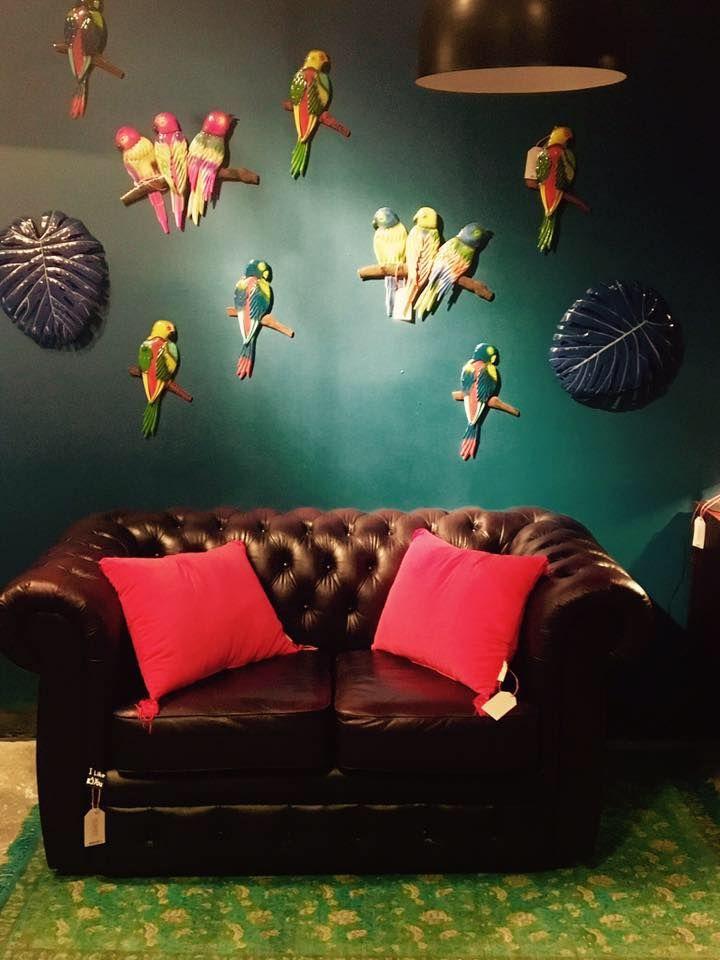Sofa Chesterfield pod papugami