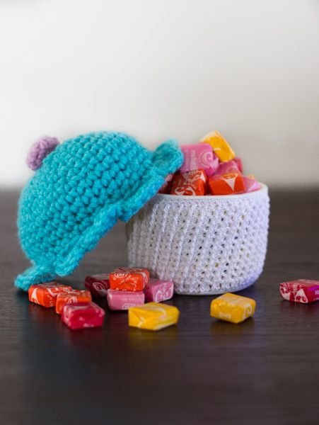 amigurumi cupcake container crochet free pattern. Secret hidding place for little things. So darn cute!