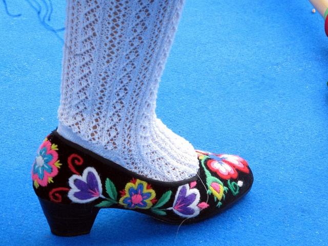 Meias e sapatos de um Rancho Folclórico. Danças Populares de Portugal