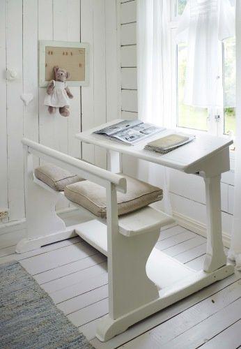 Un precioso escritorio en blanco para que hacer los deberes no sea tan duro #decoracion