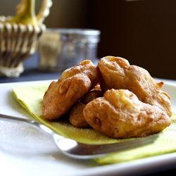 Kuih Kodok (un, yumurta ve şekerle arkadaş muzlar) Malezyalı bir atıştırmalıktır.  Eğer muz keklerinden / ekmekten bıkarsanız, bu tarifi deneyin.  Kazandın