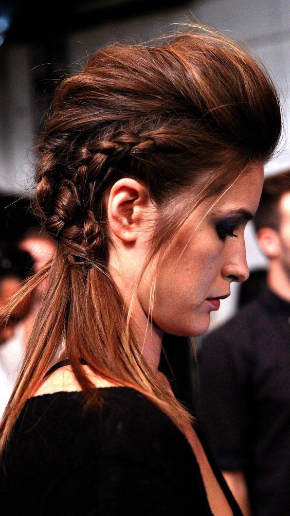 Coupe de cheveux iroquoise femme for Coupe de cheveux punk iroquois