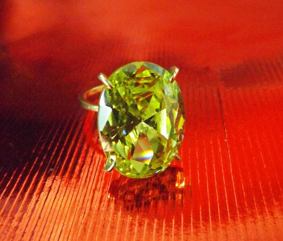Green Beryl Heliodor Green Oval Solitaire Ring14k by BonTonJoyaux