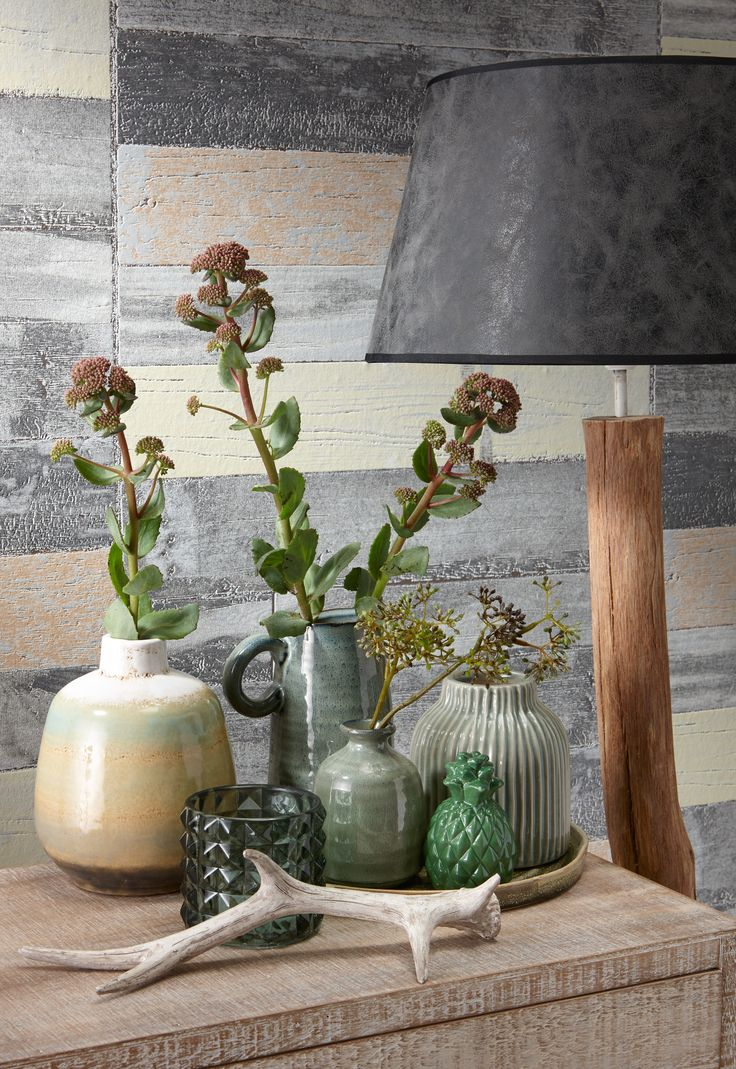 (Steiger)hout is stoer! Laat het kleurenpallet in huis ook terugkomen in je decoratie voor een rustig geheel #kwantum #hout #kleurrijkwonen #woonkamer #knushoekje