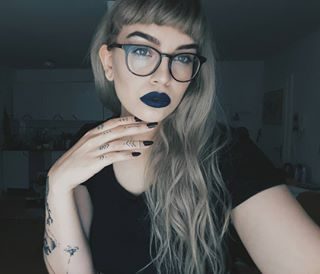 And it seems to look good on everyone. | 21 Pictures That Prove Blue Lipstick Actually Looks Good On Everyone