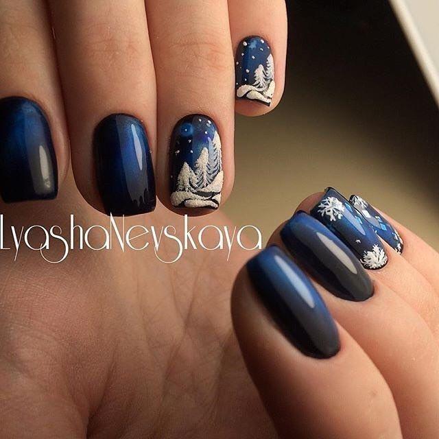 Темно-синий маникюр с красивым зимним дизайном - ногти с бархатным декором