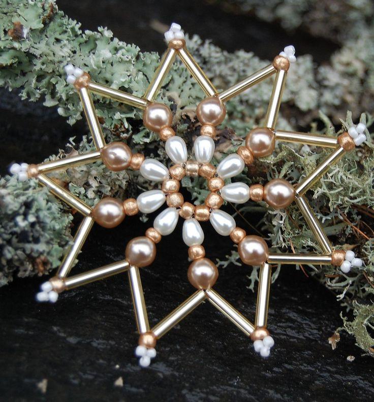 Vánoční hvězda Latté I. Vánočníhvězda ze skleněných korálků- na stromek, nebo k dozdobení dárku. Průměr cca 8cm. Cena za 1ks.