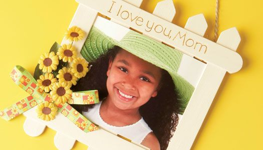 This Picture Perfect frame makes a great Mother's Day gift for moms or grandmothers! Create the frame with jumbo craft sticks and add personal touches with ribbon and flowers.