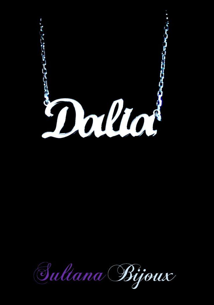 Colier din argint 925 personalizat cu numele Dalia. Realizam la comanda cu numele ales de d-voastra. Lungime lant: 40 - 45 cm Lantisor reglabil Numele se scrie cu litere caligrafice (scris de mana) *La orice colier care depaseste 7 caractere se taxeaza 5 lei / litera.
