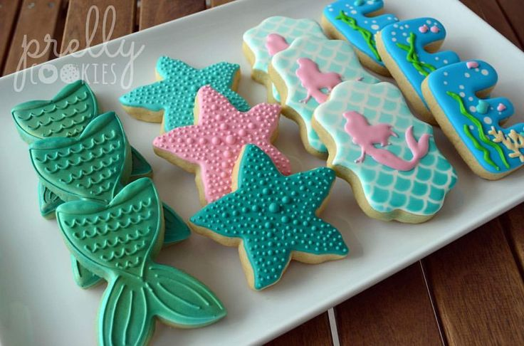 First time participating in the #bakedesigneat challenge--this week's theme is nautical/ocean. This pretty mermaid set was made 1.5 years ago for a little girl's 4th birthday