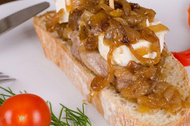 Solomillo con queso de cabra ¡Ideal como tapa o segundo plato!  #recetasconsolomillo #meencantalacarne #recetasdesolomillo #solomilloconquesodecabra