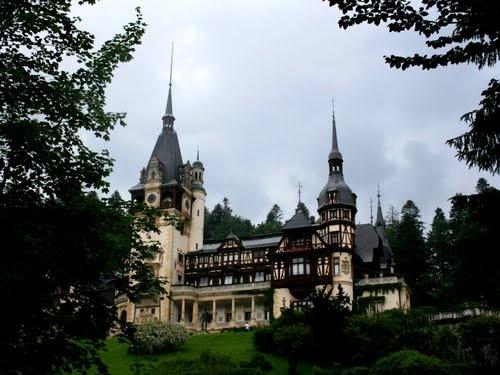 Peleş Castle, Romania ( JULY ' 10 PHOTO CONTEST SECOND PRİZE) #Romania #Castle
