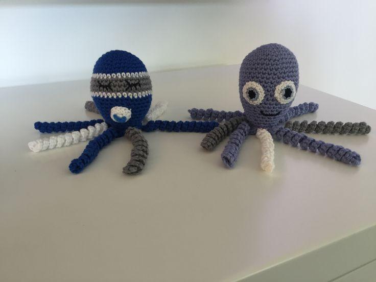 Crocheted octopuses. Free pattern: https://www.spruttegruppen.dk/recipes/