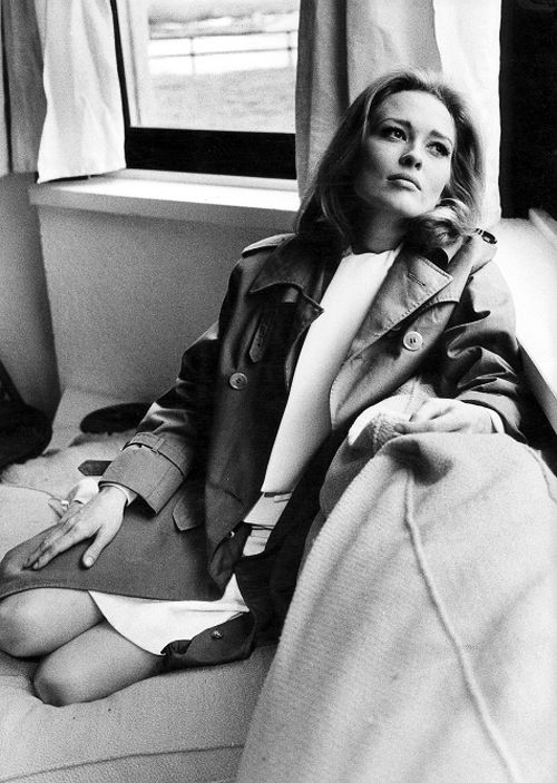 Everyone needs a good trench. Faye Dunaway, 1970