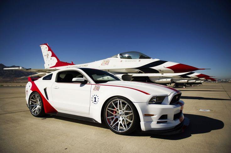 Mustang head to head USAF Thunderbird