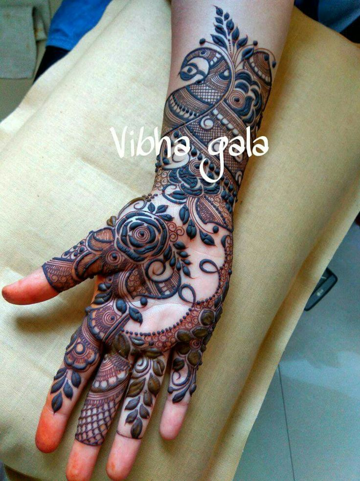 Modern spread out mehendi design