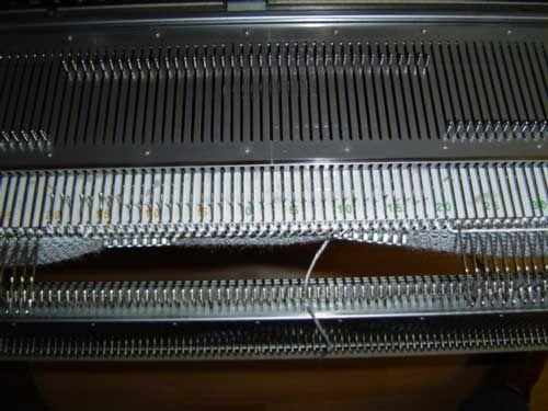 Breilessen - Technieklessen - Hoe moet ik een halsopening breien zonder gaatjes - breien op de breimachine