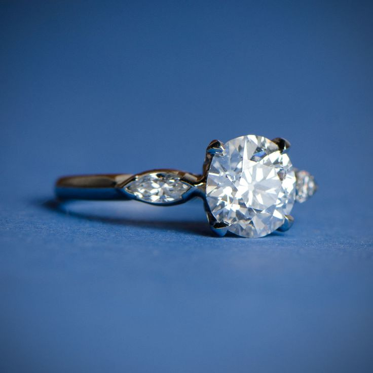 A beautiful antique engagement ring. Circa 1930.