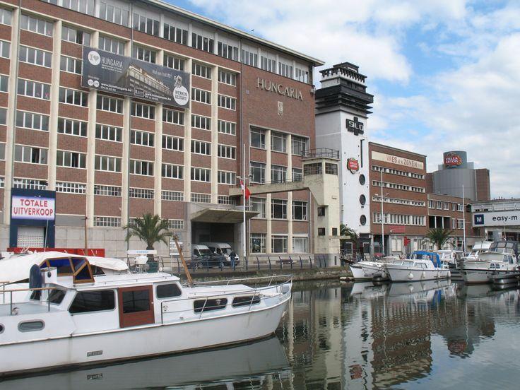 Aan de Havenkant ontstaat een groo trendy woongebied met appartementen in en rondom de oude fabriekspanden aan het water.