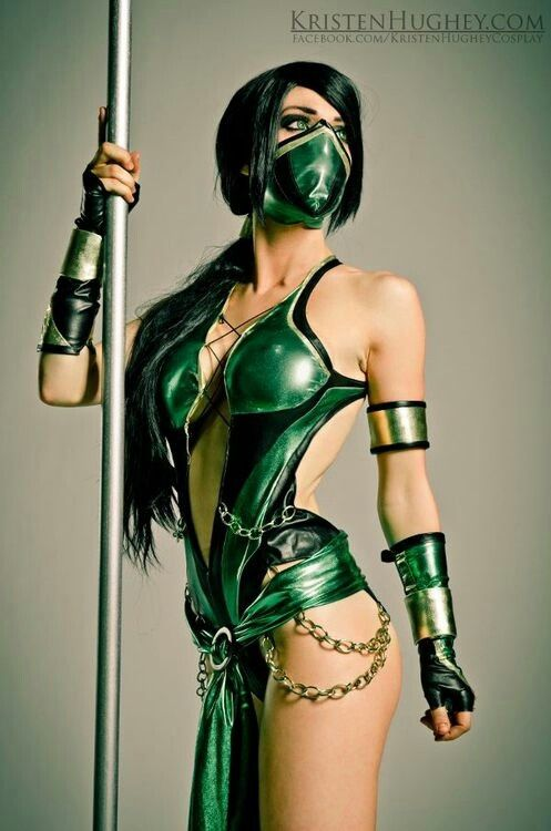 Stunning and accurate Jade cosplay from Mortal Kombat! - 9 Mortal Kombat – Mileena, Skarlet, and Jade Cosplays