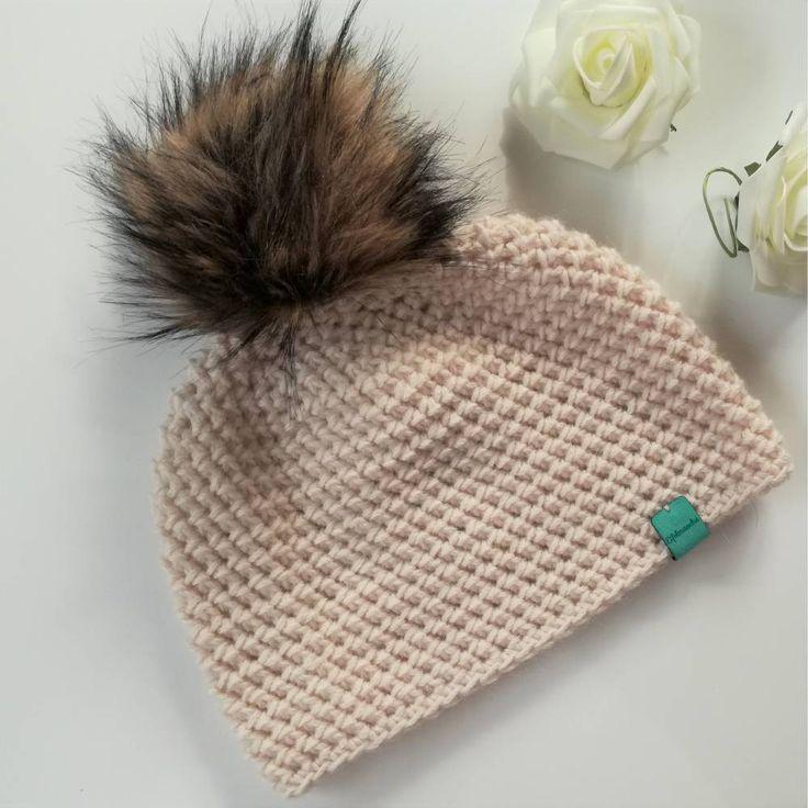 HERBSTPREIS !! Bommelmütze, Mütze aus Alpaka plus Wolle, gehäkelt, creme   – Gehäkeltes – Mode und Accessoires