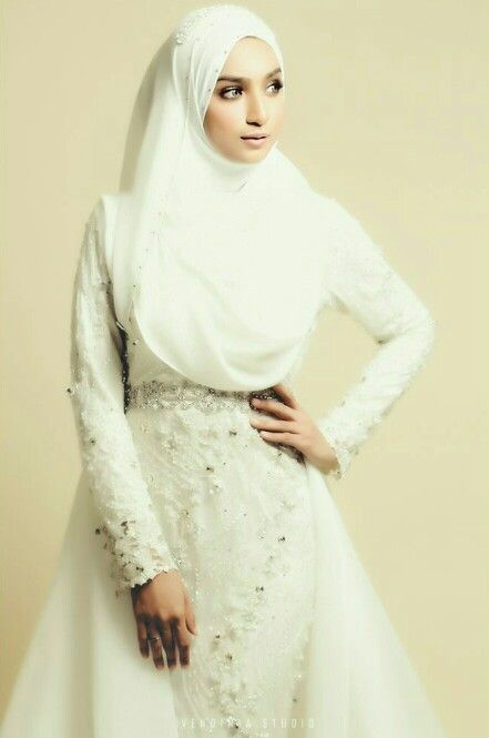 Wedding hijab inspiration photo by vendimiastudio