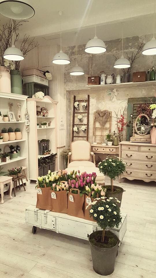 Visual merchandising. Retail store display. Floral / flowers