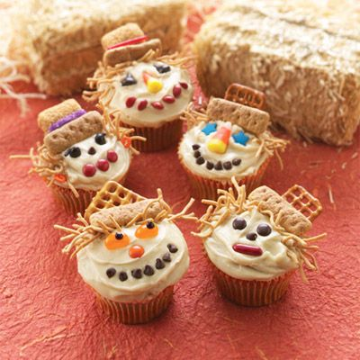 Smiling Scarecrow Cupcakes // applesauce cupcakes = perfect for Fall Harvest