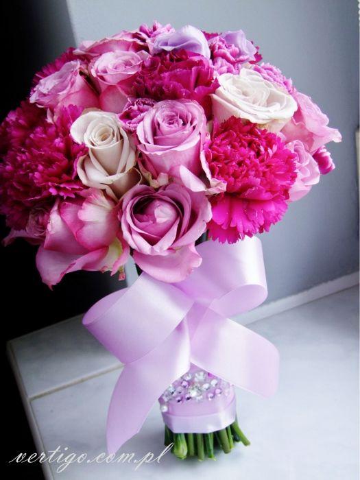roses and carnations violet pink and cream wedding bouquet, source: http://www.vertigo.com.pl/projekty/bukiety/