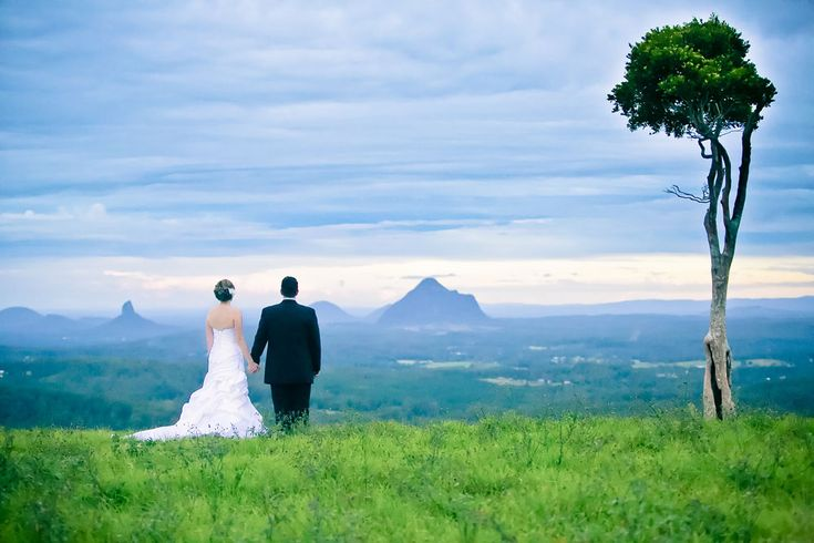 Katja Anton is one of the top Noosa wedding photographers & Sunshine Coast wedding photographers, based on the Coast but is a frequent and happy traveler.
