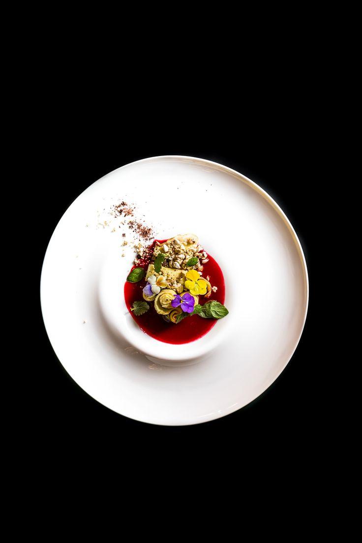 Omlet z sosem wiśniowym
