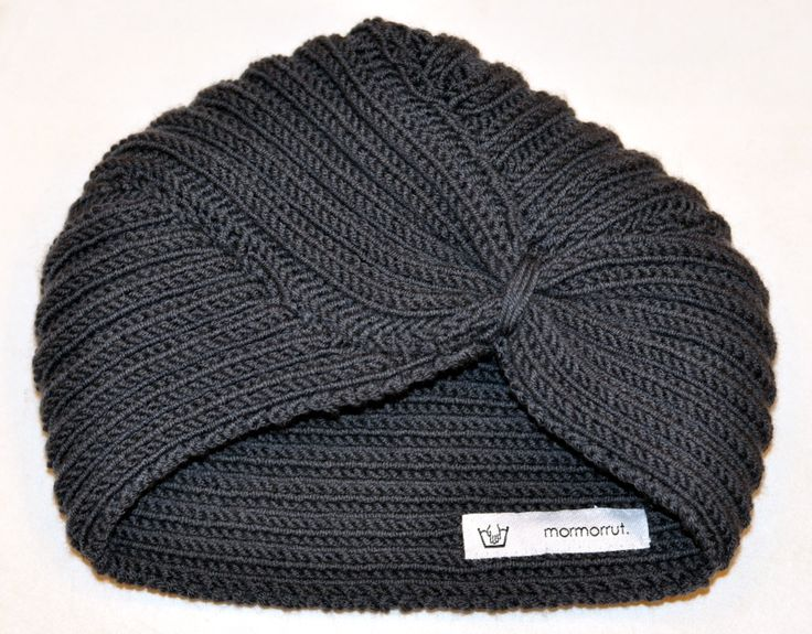 Handknitted turban in merino wool. For more information and colours, see www.mormorrut.nu.