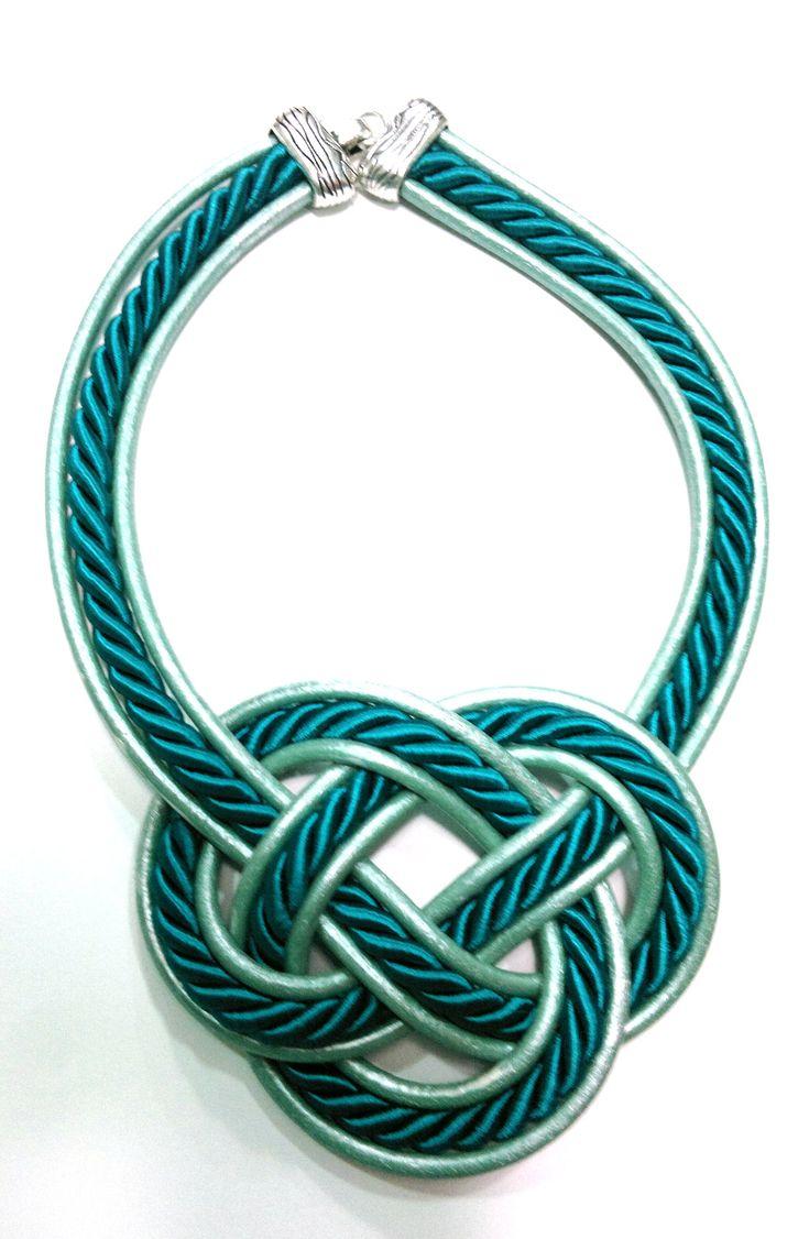 collar de cuero con cordon  con forma de  nudo disponible en https://www.facebook.com/pages/El-Taller-De-Adrian/349852258443401?ref=hl