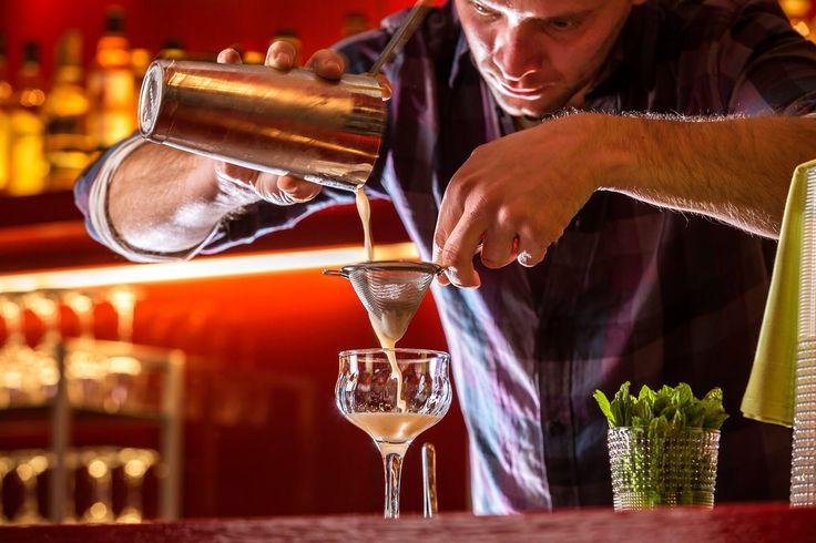 Signature Cocktails. Tα καλυτερα Signature Cocktails προσφέρονται στο Pasaji. Με την υπογραφή του βραβευμένου mixologist John Samaras. Δοκιμάστε ένα Mai Tai με Black Rum, orange liquer, almond syrup, lime, sugar and grapefruit bitters!