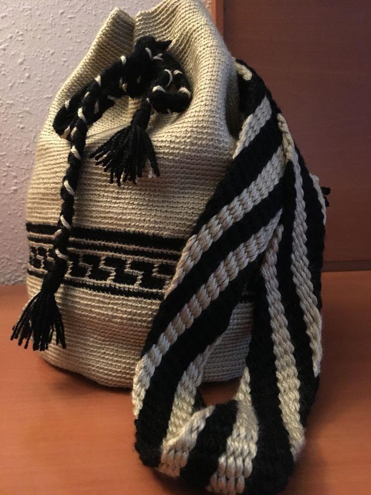 Bolso Wayuu. Hecho a crochet en color beige y negro inspirándome en los Wayuu. Acepto encargos y hago envíos.